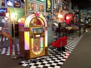 Pinball Machine & jukeboxes : Wanted for Cash