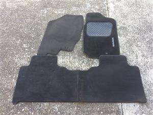 NISSAN NAVARA FLOOR CARPETS SET BRANDED