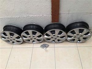 Hyundai i10 Rims with 2 tyres