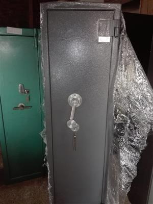 2 Rifle Safe with Shelves