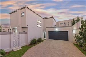 Lonehill - Upmarket 3 bedrooms 3 bathrooms cluster house for sale R4200000