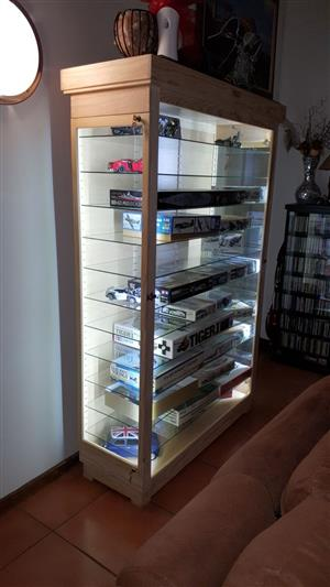 Vertoon Kaste/  Display Cabinets - Custom made