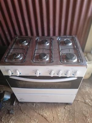 Sunbeam 6 plate gas stove and oven.