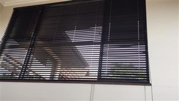 4 x wooden blinds