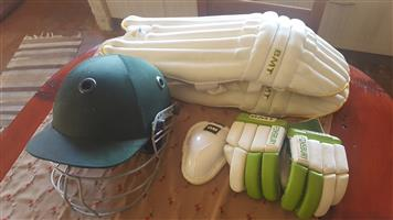 Jnr krieket gear te koop / Jnr cricket gear for sale