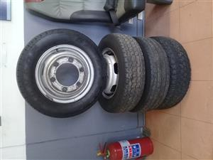 SPRINTER 412-413-416 USED TYRES AVAILABLE IN STOCK!