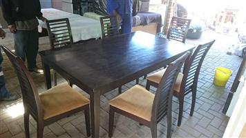 Eetkamerstel met 6 stoele