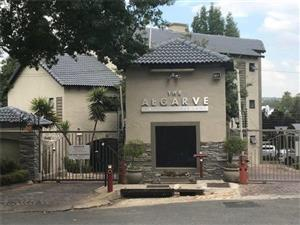Paulshof - Modern 2 bedrooms 1 bathroom apartment available R8000