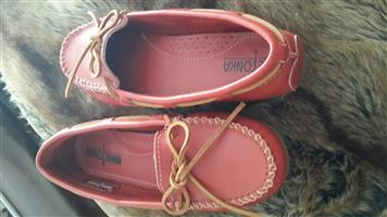Minnetonka ladies shoes size 5