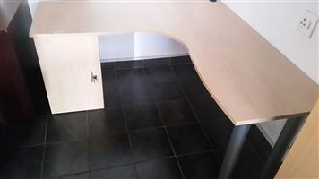 Maple L-shape desk