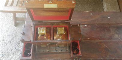 PicClick VTG WOOD CASTLE Decanter Set Tantalus 2 Liquor Bottle Gargoyle Box Sper Bijou
