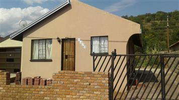 2 BEDROOMS FOR SALE SOSHANGUVE BLOCK M R400 000.00 CALL QUINTON 0723325794 / 0127000100