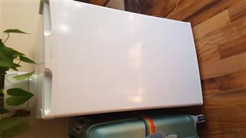 Hisense 130l bar fridge for sale