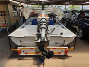 boat with 80 power trim mariner