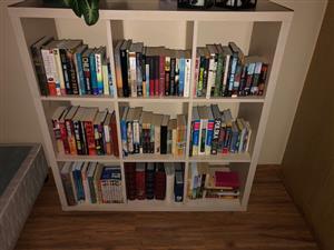 Book Shelf / Pigoe Holes