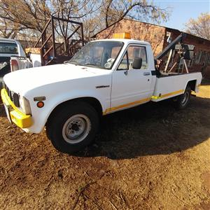 Toyota Stout TOW TRUCK 2.5 non turbo 1983 for sale COMPLETE RUNNING TOW TRUCK