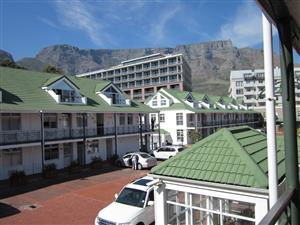 Roeland Square A Grade 1st floor offices w/meeting room & aircon + 2 garage pbays ~ 95m²