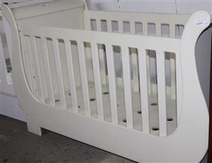 S034086A White baby cot #Rosettenvillepawnshop
