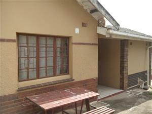 2 BEDROOM HOUSE TO LET WITH LIGHTS AND WATER INCLUDED TO LET!