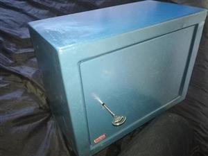 Xpanda Safe for Sale. Medium size with shelf and 2 keys
