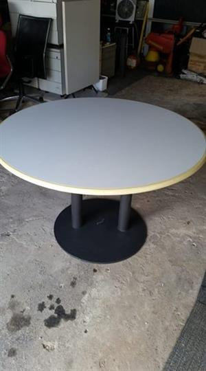 2x Round tables