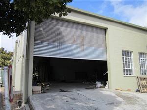 Maitland Warehouse in secure light id park off Voortrekker Road  ~ 425m²