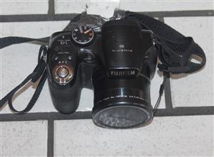 Fujifilm camera with charging cable S0367951A #Rosettenvillepawnshop