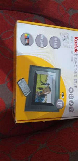KODAK PHOTO DISPLAYER  NICE FOR GRANDPA'S AND GRAND MOTHERS TO  WATCH PHOTOS OF THE GRANDCHILDREN    MAKE ME AN OFFER