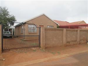 2 Bedroom to let urgently, in Mamelodi Gardens