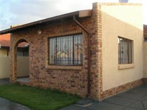 Dlamini 3bedroomed house to rent for R4000 massive with 2 outside rooms
