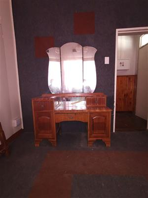 Head board and dresing table.