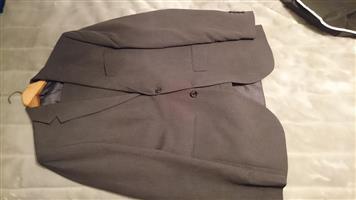 Signature Men's Suit 34/87 (38L coat)