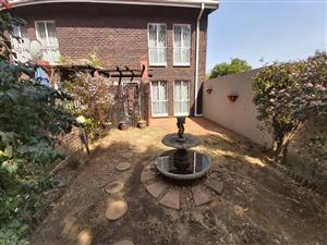 LOCATION LOCATION! 2 Bedroom duplex for sale in nr 1 Viscount Village, Dayan Glen.