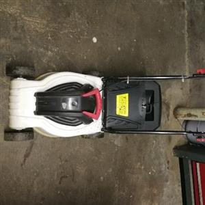 Electric lawnmower to swop for leaf blower