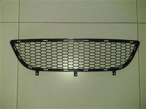 BMW E90 M SPORT FACELIFT 09/12 BRAND NEW LOWER CENTER GRILLES FOR SALE