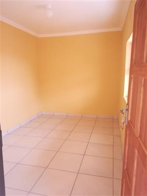 Room to rent  in devland near eldorado park