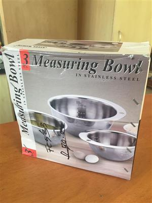 Set of 3 Stainless Steel Measuring bowls - Brand new - perfect for baking!