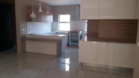 Newly built and ultra modern, 2 bed, 2 bath luxury apartment with communal pool, in Westcliffe.
