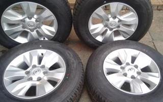 Toyota / Fortuna silver mags 17 inch {Set of 4} with Center Cabs for R4500.