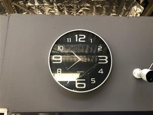 Quartz Clock silver & black