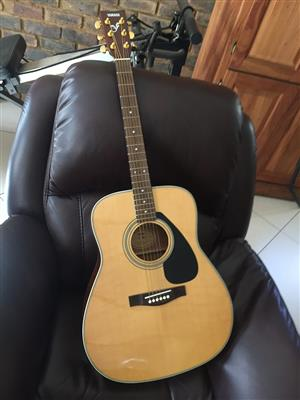 Yahama Acoustic Guitar