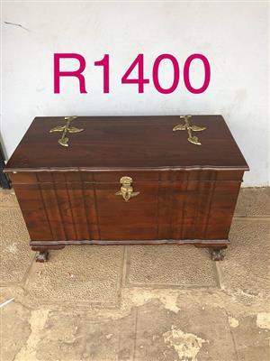 Linen kist for sale
