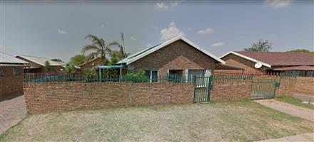 Property on Sale Great for Pensioners,Students , Business Owners 2 Bedroom Dwelling & Swimming Pool.