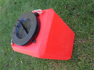Capsize container, dry bucket, box, plastic, about 15-20L, boat, emergency gear, rescue, watertight.