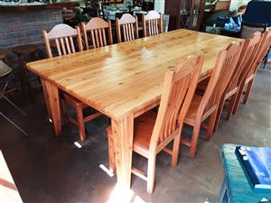 Magnificent, 10-seater diningroom table and eight chairs