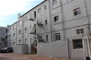 Parktown North - 2 bedrooms 1 bathroom apartment available R10000