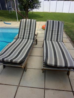 Pool loungers with cushions