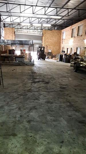 Plot and warehouse for sale  Benoni    1000 sq m warehouse to let  or +- 500 sq   /  To Let  Warehouse