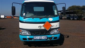 2004 TOYOTA DYNA 5-105 CHASSIS CAB
