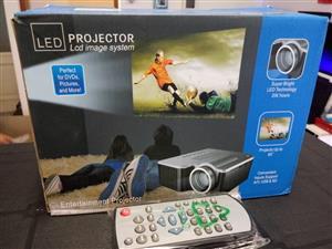 UNIC/Multidimension household mini HDMI LED projector